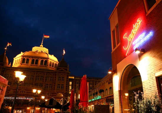 The Kurhaus & restaurant Santos by night (photo credit: website Santos)