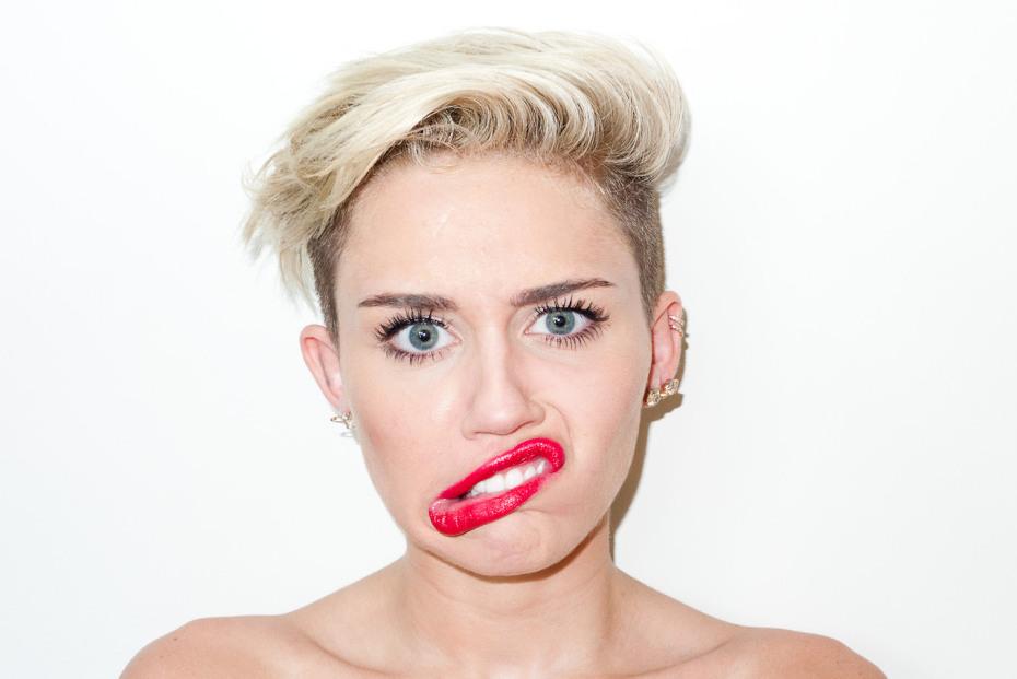 Miley Cyrus Not Naked And Singing  Fauzias Blog-7192